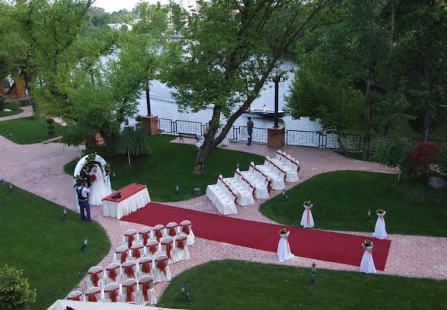 Nuntă în aer liber: inspirație și tendințe în 2018