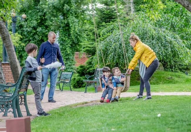 3 activități interactive la hotel pentru familii cu copii care te vor face un părinte cool