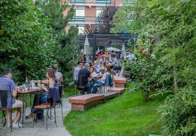 Unde ieșim în București - 5 lucruri pe care le poți face în Grădina Caro